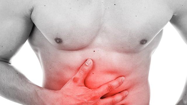 Đau thượng vị là triệu chứng thường gặp của bệnh trào ngược dịch mật