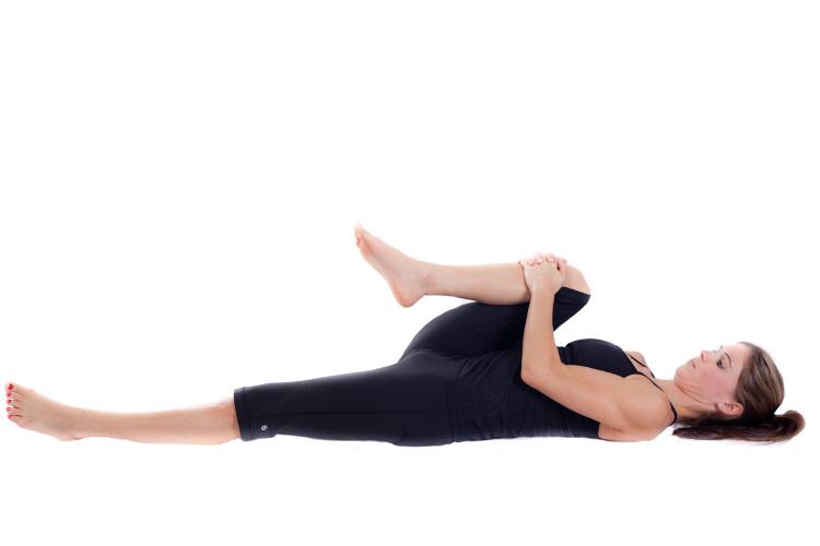 huong-dan-cach-chua-dau-da-day-bang-bai-tap-yoga