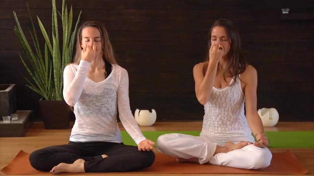 huong-dan-cach-chua-dau-da-day-bang-bai-tap-yoga2