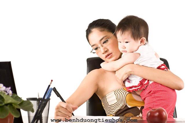 Nguyên nhân gây đau dạ dày ở phụ nữ đang cho con bú
