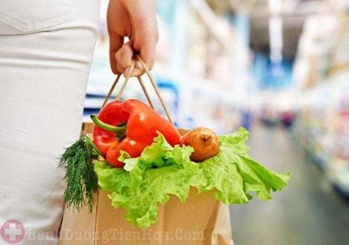 Chế độ ăn uống nhiều rau xanh, củ quả phòng trĩ hỗn hợp tái phát