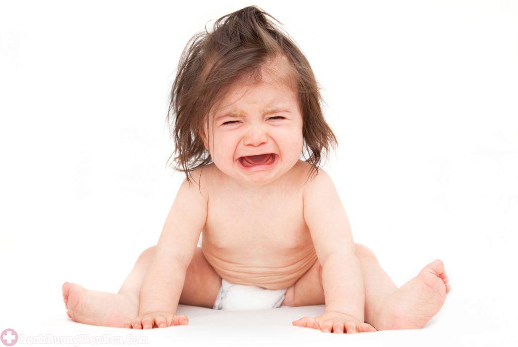Trẻ quấy khóc, đau rát hậu môn do bệnh trĩ