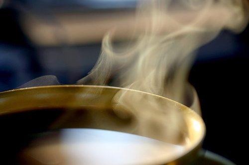 Liệu pháp ngâm cơ thể trong nước thuốc giúp thải độc, sát khuẩn, tiêu viêm