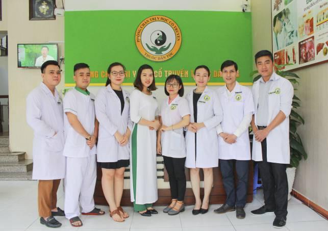 Đội ngũ y bác sĩ tại Trung tâm Thuốc dân tộc, 145 Hoa Lan