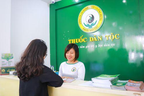 Nhiều người bệnh tìm đến Trung tâm Thuốc dân tộc, 145 Hoa Lan để chữa bệnh đau bao tử