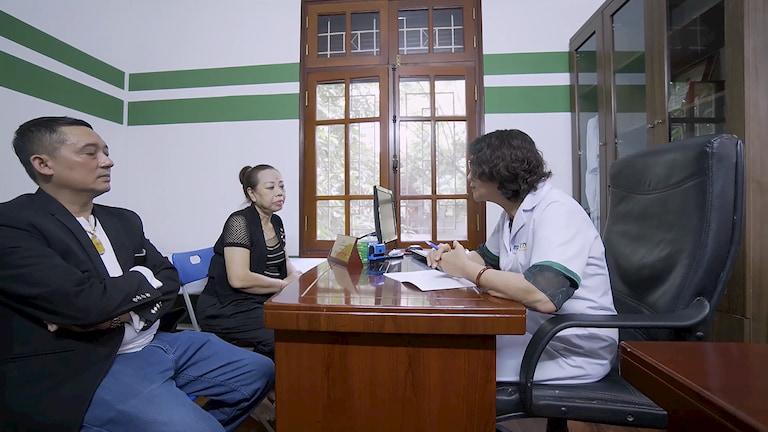 Hai NS thăm khám cùng bác sĩ Tuyết Lan